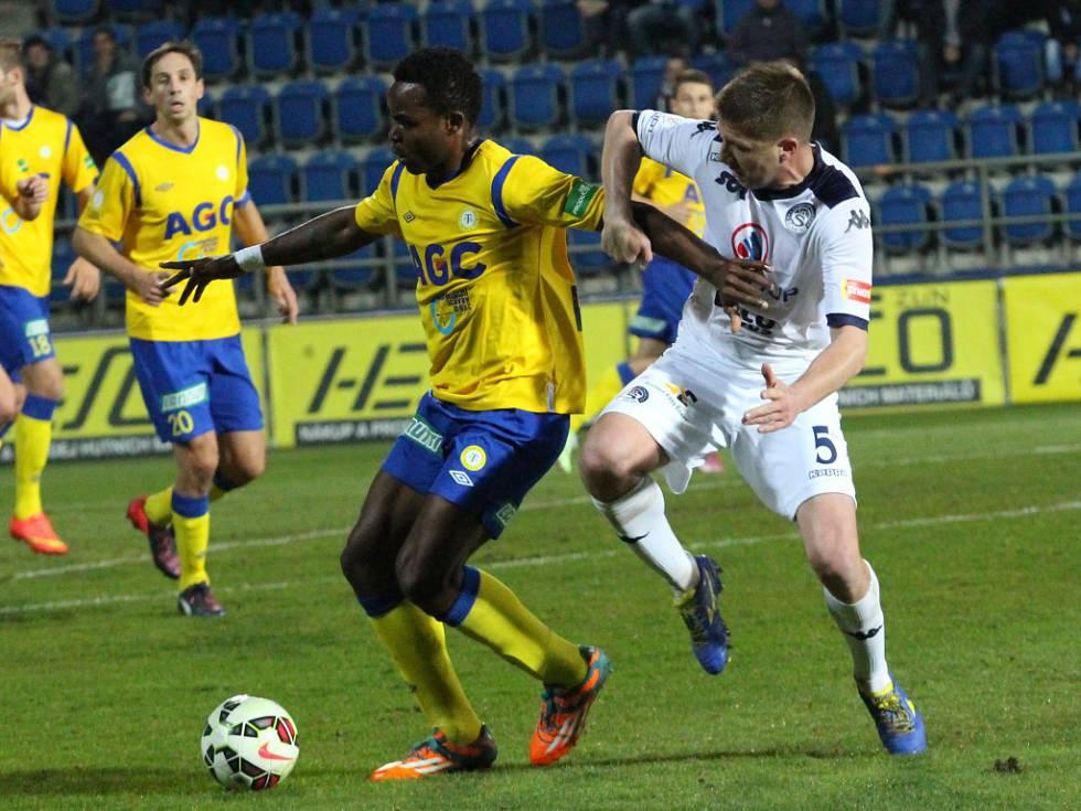 Shumulikoski marks an opponent