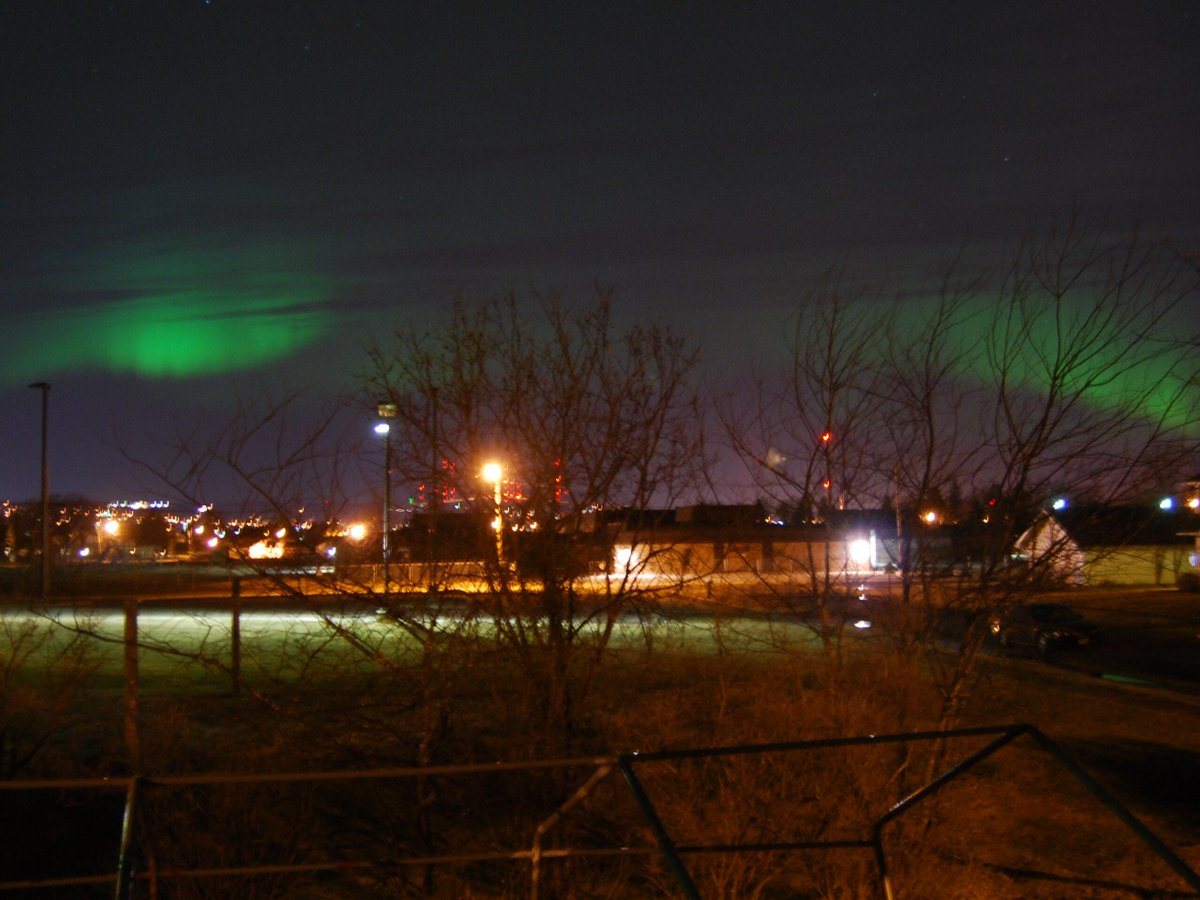 #northernlights From Superior WI. Best I have ever seen, even visible within the city. http://t.co/9lQ2BbcWZp