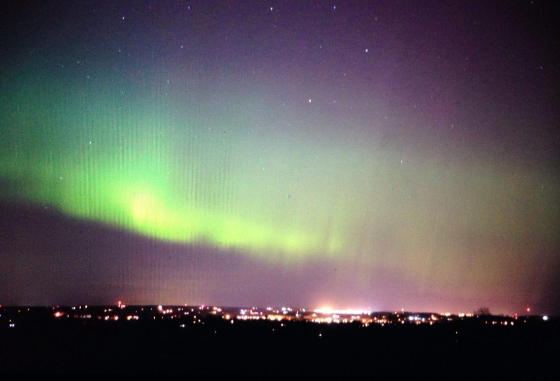 Here is the #Aurora Borealis over Schomberg Ontario #onstorm #spaceweather #northernlights http://t.co/qdwhPnihro