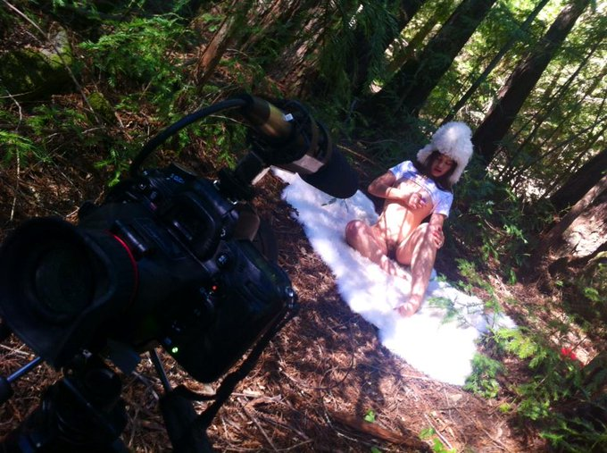 Shooting @Dusty_Sunshine_  in my own secret redwoods! #hairyadventureporn #hairygirls http://t.co/Ce