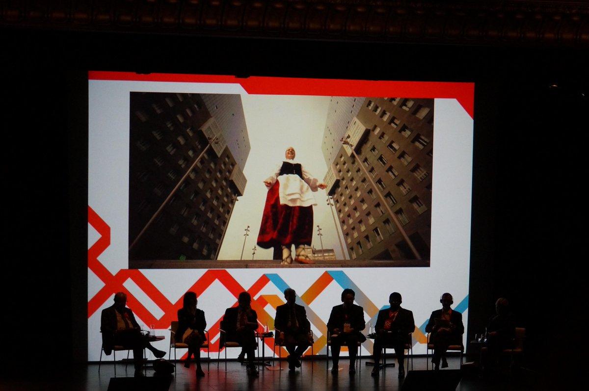 Bilbao, anfitriona de #UCLGCulture, claro ejemplo de la cultura como elemento tractor de la transformación urbana http://t.co/Hlac7rqVmf