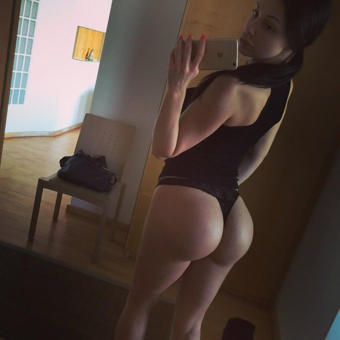 Oh did you miss my butt pics? http://t.co/OoowJU5fQI