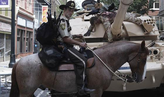 I think I've seen this one before @wsbtv  Man riding horse along downtown connector: http://t.co/9zJL4Bre5a http://t.co/QCSXXw4cbS