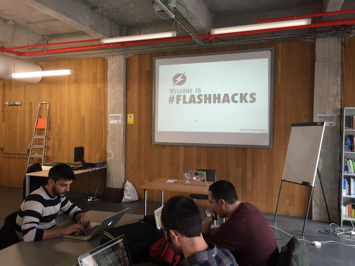 Preparándonos para el #FlashHacks con @opencorporates en @medialabprado http://t.co/S2APDLbkt5