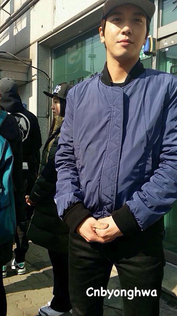 [20150326 #정용화 coal briquette delivery]  Jung YongHwa delivered briquettes for underprivileged this morning. http://t.co/WES3564Tok
