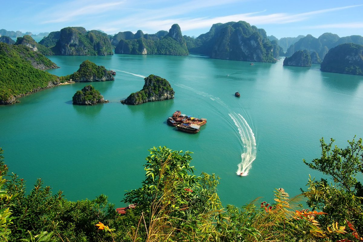 Halong Bay is real. This is not a drill. #travel #Vietnam http://t.co/uPJF2nJTQg