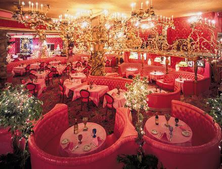 Madonna inn という奇跡のホテルを見つけた。すべての部屋の可愛さが異常。何このテニスコート。リアルバービーハウス! みんなで行きたい http://t.co/zPO3UE9CNI