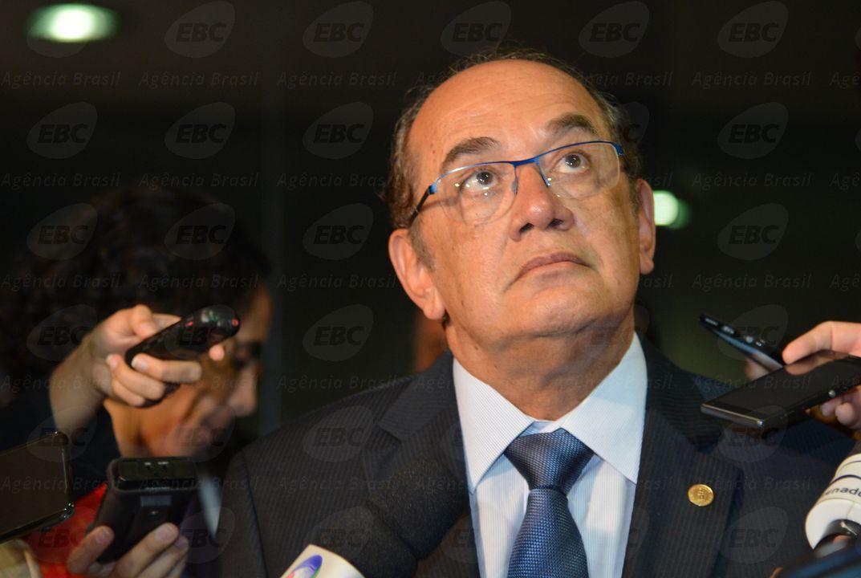 Deputados do PT entram com representação no CNJ contra Gilmar Mendes http://t.co/ahmZNapiD8 http://t.co/4CfFVlBfjh