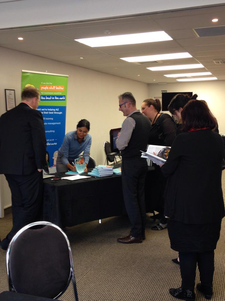 Ending the day with a book signing! A few more MyFoodBag converts!! #hraconf15 http://t.co/Ay9OeuxYwO