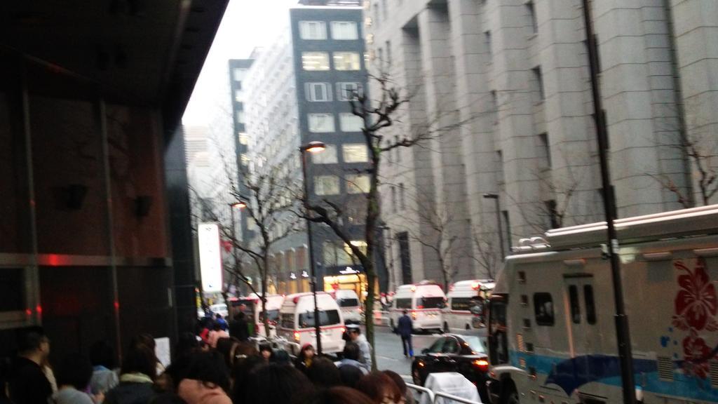 帝劇前に救急車が5台待機中 pic.twitter.com/VHXjozKAtN