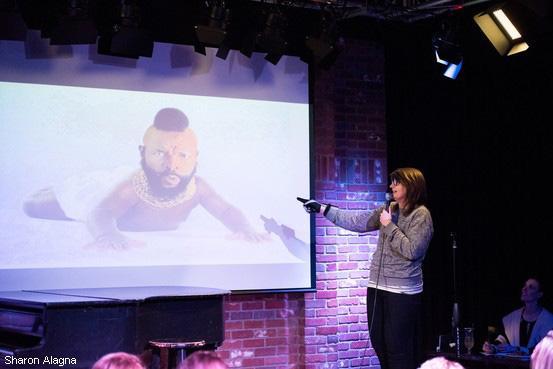 初めて見せられたスライドについて即興でプレゼンテーションを行う娯楽「パワポ・カラオケ」。米国で広まりつつあるとか。その大会の様子【写真】 http://t.co/nWWPv8xQu4