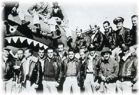 南京钟山北麓有一座航空烈士公墓,公墓内有抗日航空烈士纪念碑,碑上刻着3305名抗战时中外航空烈士的名字,其中有2197名美国人,占捐躯者的三分之二。这些美国人大多是飞虎队成员。 http://t.co/rGDbxQawse http://t.co/lcDmw8IDt3