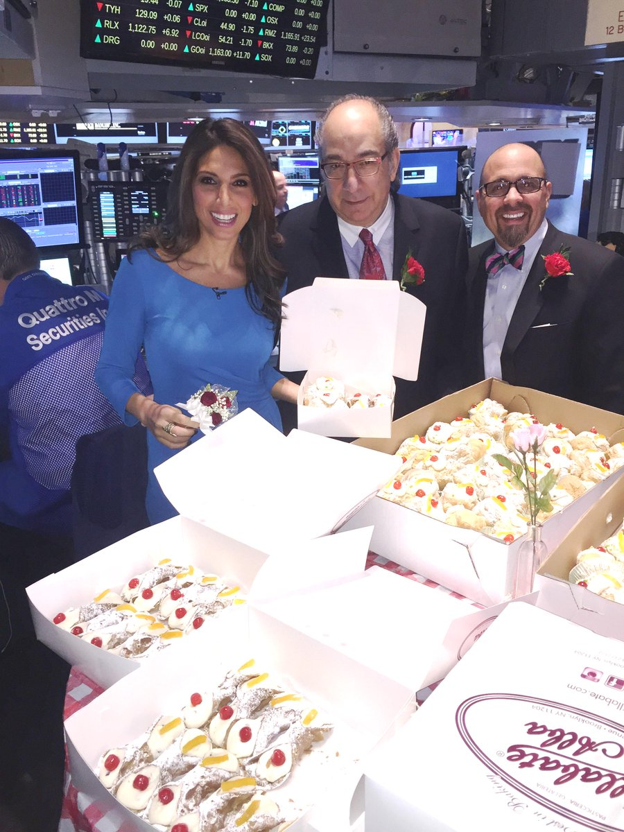 #HolyCannoli Thanks to my friend Joe! Happy #StJosephsDay to all! @nyse @villabatealba #SweetTooth<br>http://pic.twitter.com/vbYEuRXDay