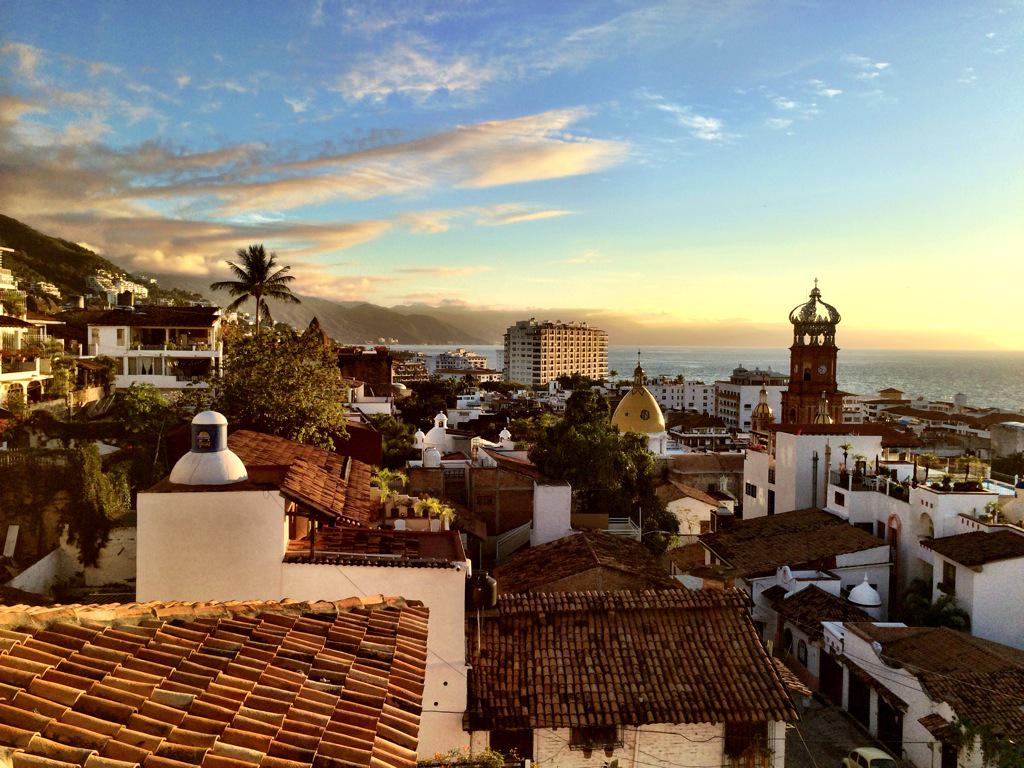 Love this shot of #PuertoVallarta So cool! @PVvisit #pvpresstrip #familytravel http://t.co/NzFa69kcku