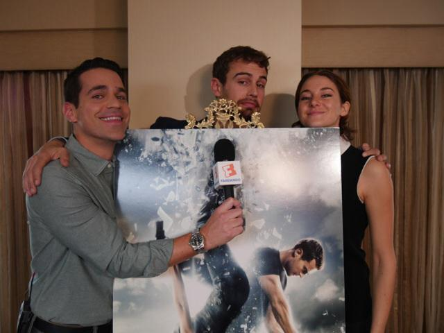 That time I tried to interview the #Insurgent poster with #ShaileneWoodley & #TheoJames. @Divergent @Fandango http://t.co/FSn4GWAnm8