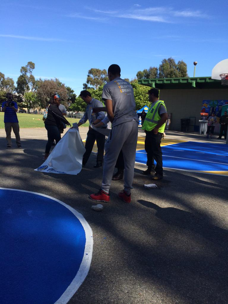 @RecParkSF Commission VP Allan Low @ShaunLivingston and @warriors fans are cleaning up SF Gilman Playground now! http://t.co/bM49M53MaF
