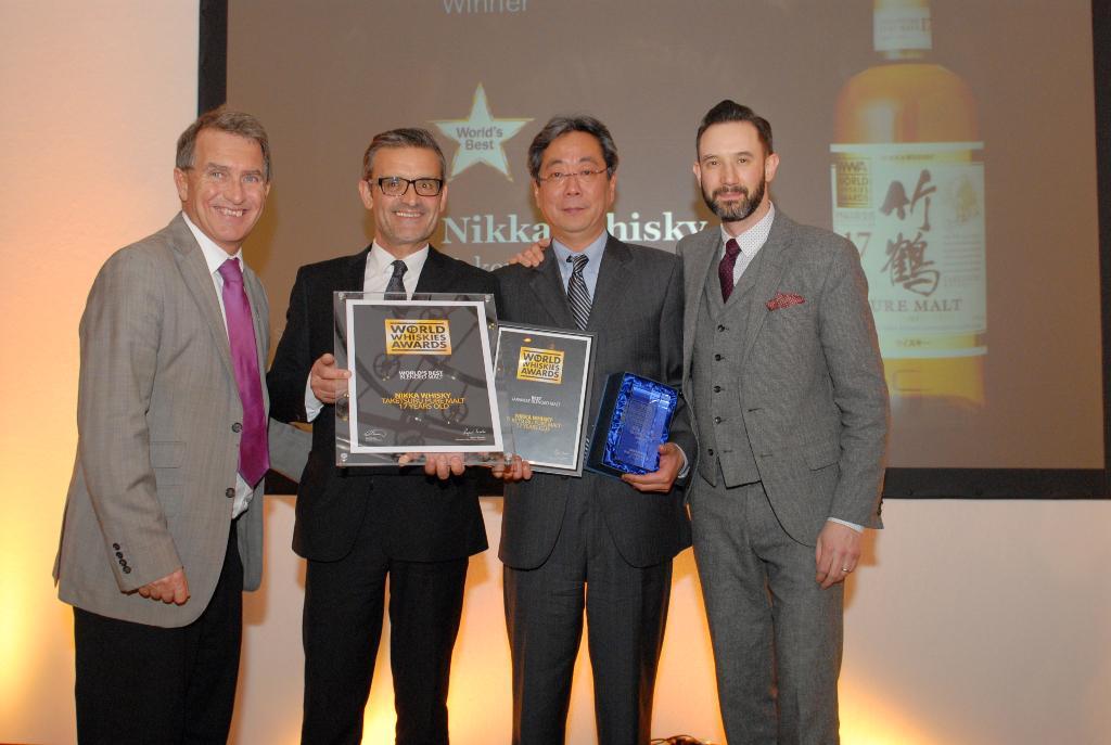 """ニッカウヰスキー【公式】 on Twitter: """"【速報】竹鶴ピュアモルト17年がウイスキーの国際的コンテスト「ワールド・ウイスキー・アワード 2015」(WWA)において「ワールド・ベスト・ブレンデッドモルトウイスキー」を受賞したぞい!世界、、世界最高賞じゃよ!!! http ..."""