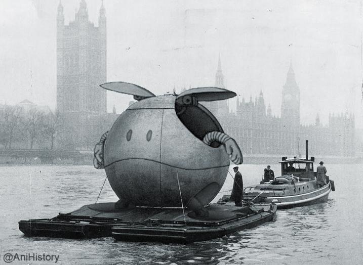 The River Thames, London, 1958. #gundam pic.twitter.com/PG42Yf1KOZ