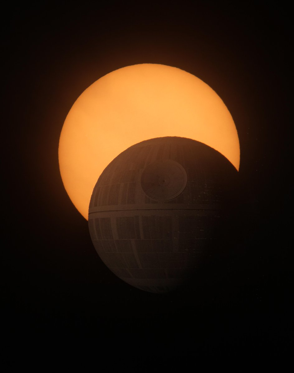 That's no moon...  #SolarEclipse #Eclipse2015 #Eclipse http://t.co/jPvtY8NmHn