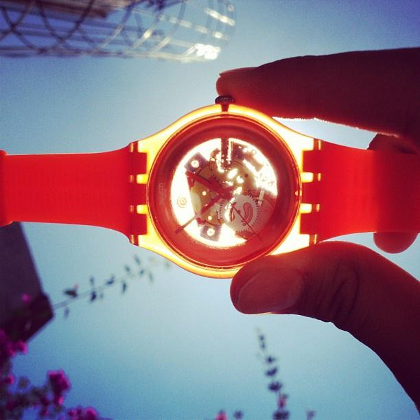 Enerjimize kimler tutulmadı ki #GüneşTutulması/n ;) #SwatchZamanı http://t.co/qdJldZZQqq