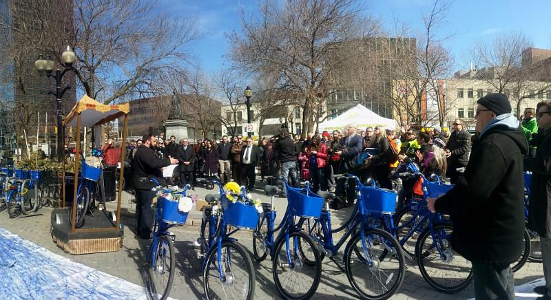 Hamilton Bike Share Officially Launches http://t.co/t7sevIGxaw #HamOnt @SoBiHamilton http://t.co/7GjLpTJFlB