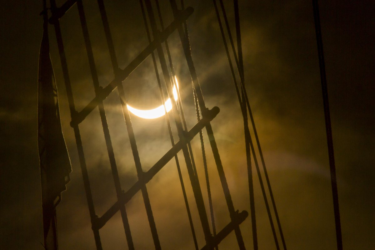 A lovely composition of the #SolarEclipse over the rigging of the ss Great Britain by @adamgasson this morning. http://t.co/7JLCenRKpy
