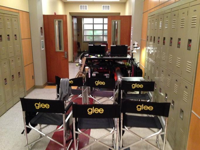 Pull up a chair and join us in the McKinley hallway for the series finale. #Glee http://t.co/8dwMQMm1RQ