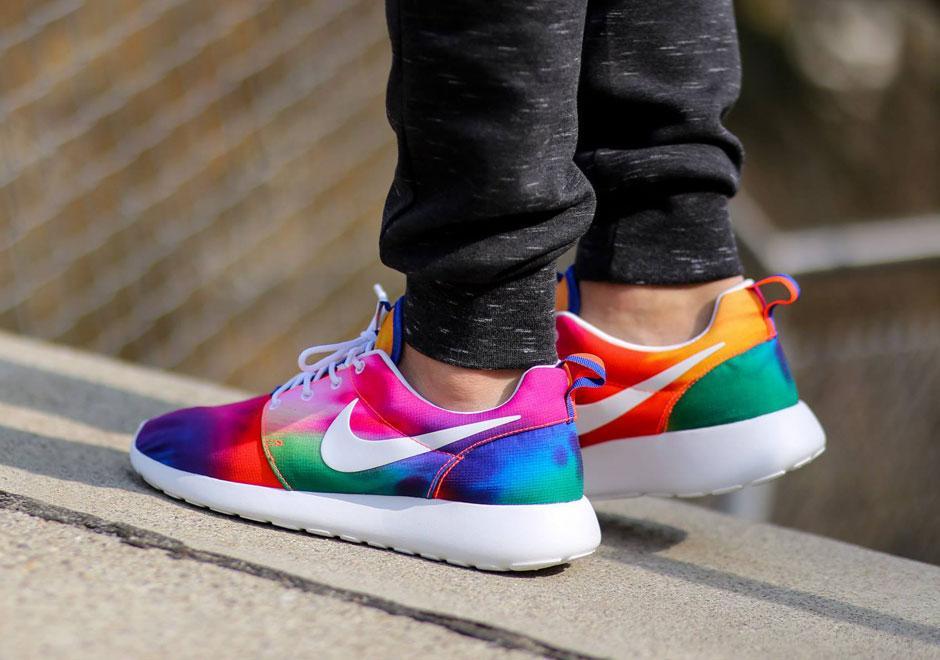 "fba307d77a01 "" SneakerNews  The Nike Roshe Run gets the Tie-Dye treatment for summer  http   sneakernews.com 2015 03 20 nike-roshe-runs-in-crazy-tie-dye-colors   ..."