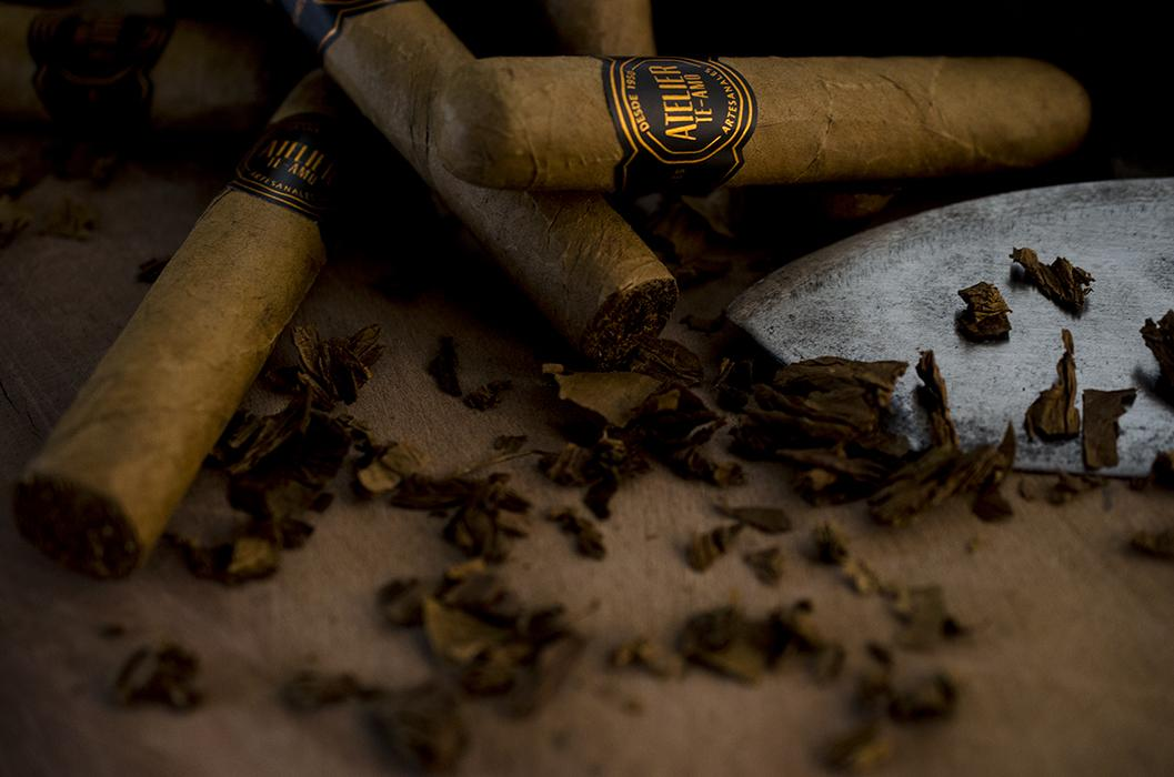Atelier Te-Amo Artisanal cigars, only small batches, selected tobaccos, exclusive blend. #cigars #cigarworld http://t.co/GaHQg7P1Xg