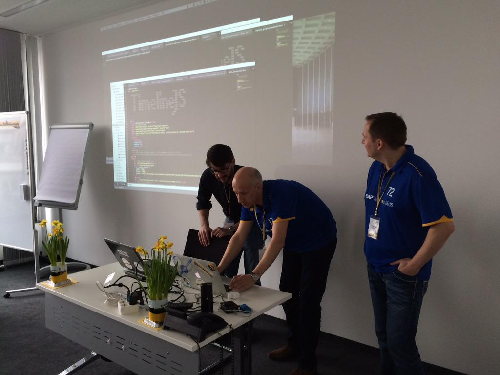 Real time coding just before kickoff by #sitFRA organizers. http://t.co/e1UTrflxEu
