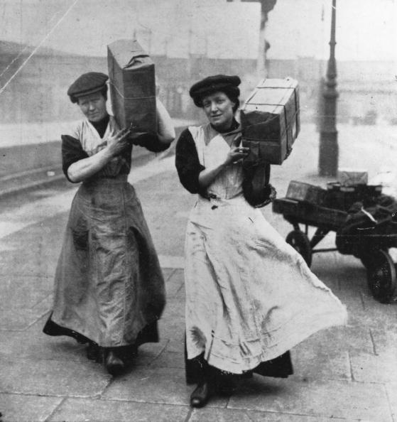 CAmoVrhUQAAjKnL - Marylebone station's anniversary