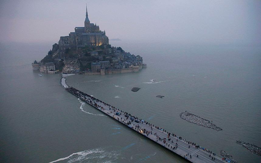 Mont Saint-Michel braced for 'tide of the century' http://t.co/K6AGVNxuBK via @telegraphpics http://t.co/z9RupMi1JC