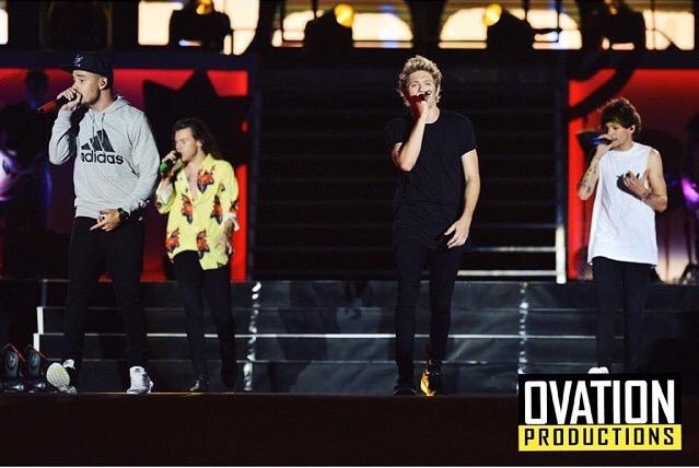 A show you'll never forget! ❤️ Thank you, @Louis_Tomlinson @Real_Liam_Payne @Harry_Styles @NiallOfficial #OTRATMNL http://t.co/qfq2NuwkA1