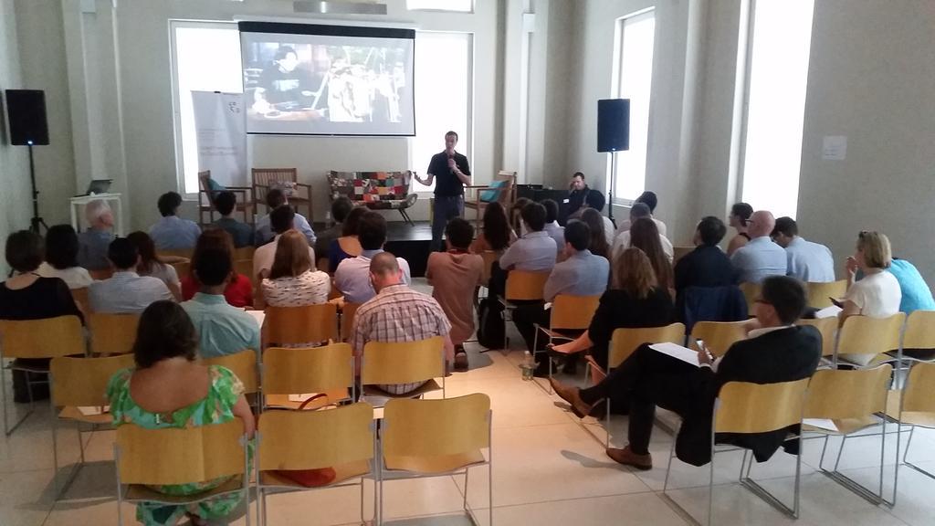 @rodrigo_baggio apresentando a inspiradora história de como a @ongCDI começou #LAYLF15 @bmwfoundation @SistemaB http://t.co/we7PxhuJC9