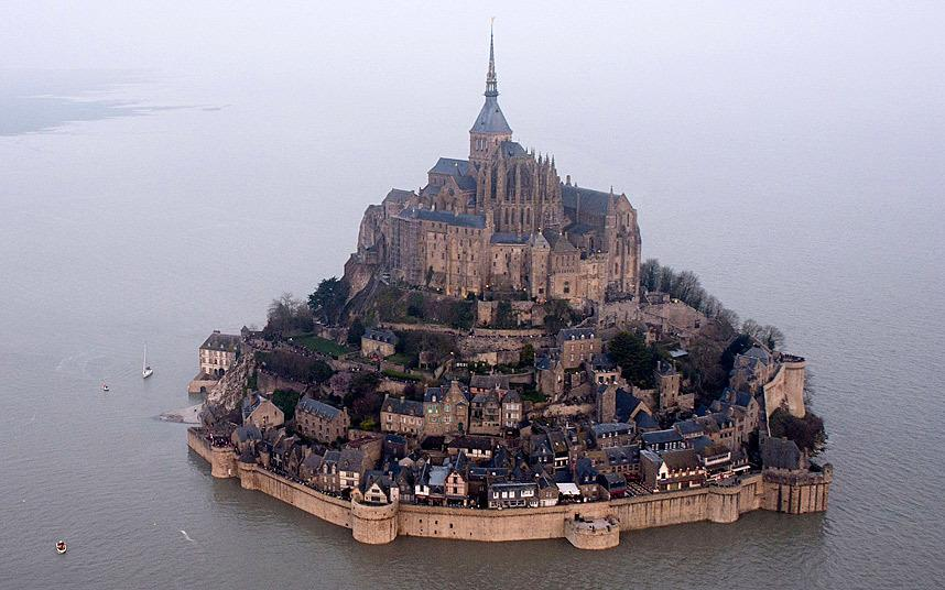"""Whoa RT @mathewi """"Supertide"""" briefly turns Mont Saint-Michel into the coolest island kingdom ever: http://t.co/kCCretW2xR"""