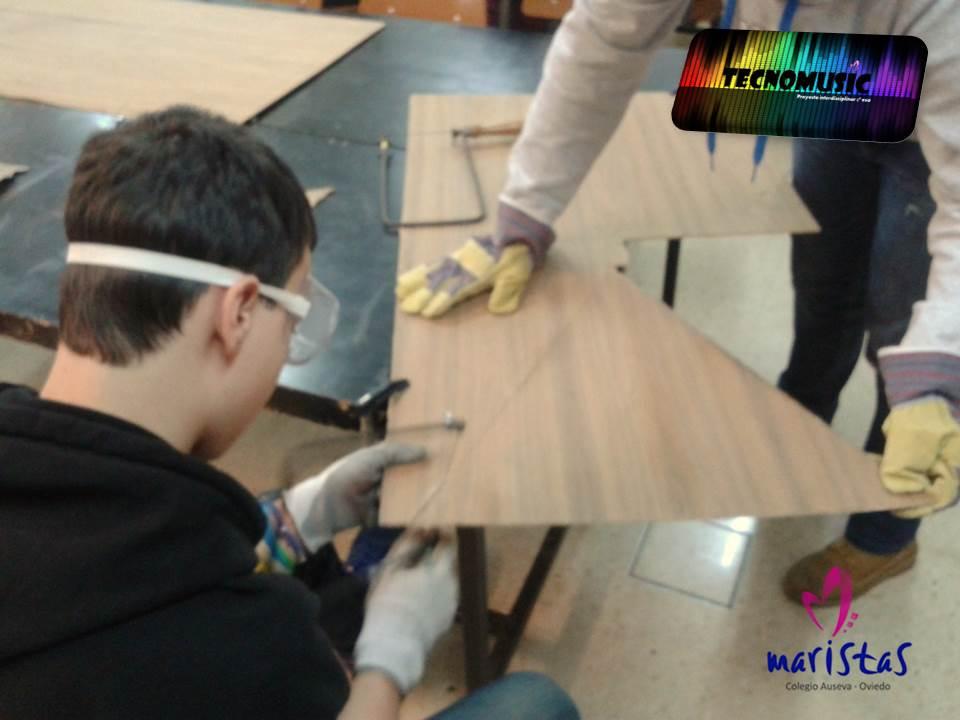 TECNOLOGÍA-MÚSICA 2º: Continuamos trabajando en nuestro instrumento musical! @ausevamaristas #compostelaenruta http://t.co/nbtp3PupMQ