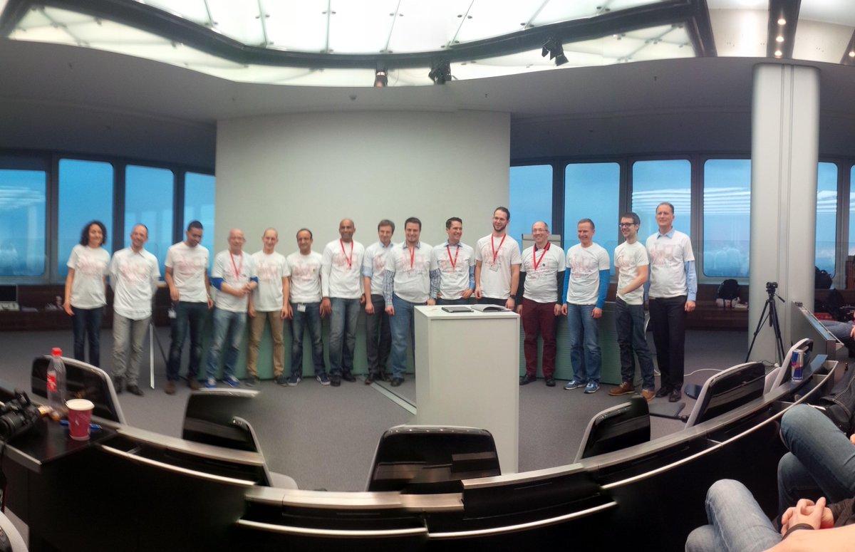 Dank an das Orgateam vom #dbhackathon http://t.co/LNxAtel2rB