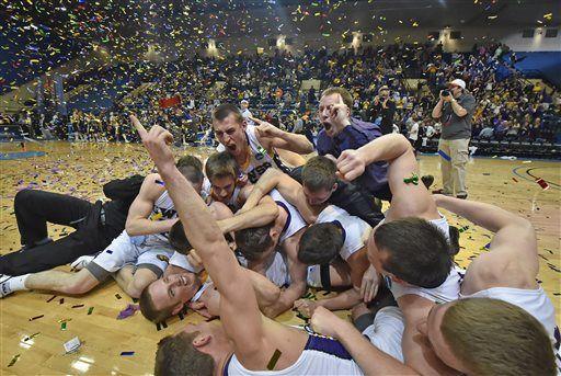 Photos: UW-Stevens Point wins NCAA Div. III men's hoops title http://t.co/78x7PLSwRR http://t.co/jsAE7wH6Vh