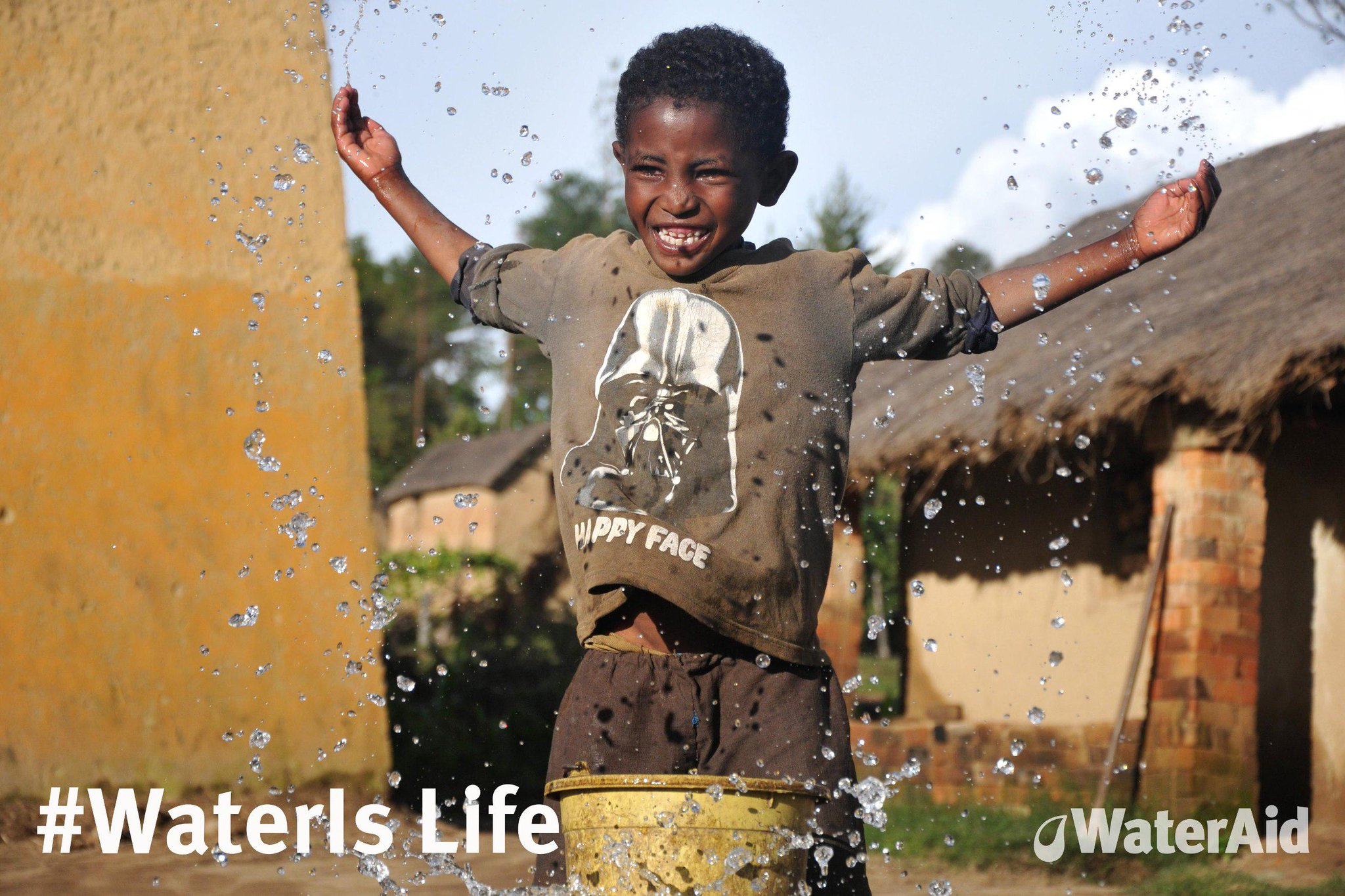 RT @wateraid: On #WorldWaterDay let's come together to make sure #EveryoneEverywhere has clean water by 2030 http://t.co/C9d6zdZNVn http://…