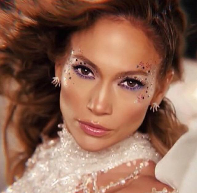 You And I can have it all tonight so let's bring it back to life #FeelTheLightOnVEVO @JLo http://t.co/k7Vf7HF3NM http://t.co/NrKINLKF02