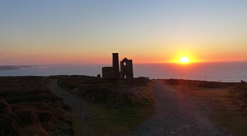 Tonight's Sunset... The earliest records of Wheal Coates date from 1692. #Cornwall #Kernow #Mining #Cornish http://t.co/yyAxDSTwLR