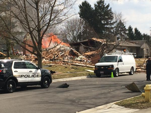 Whoa, this is a house that exploded in Upper Arlington Ohio a suburb of Columbus via  @tarawsyx6 - http://t.co/aoZlnZHsj6