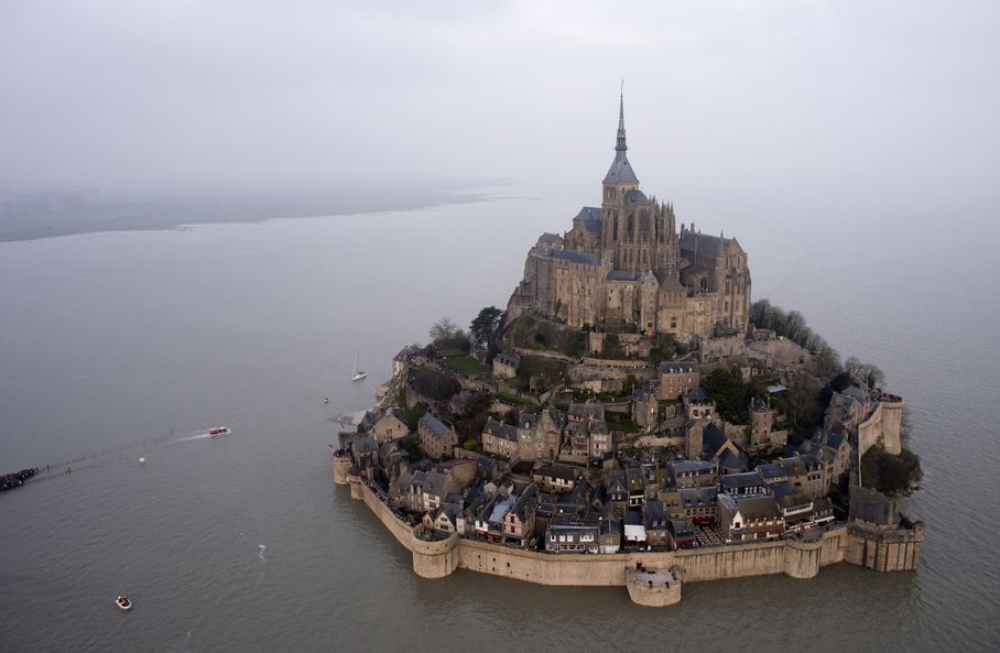 Thousands flocked to Mont Saint-Michel -- for a tide which turns the site into an island!  >> http://t.co/TycW57lfzK http://t.co/EA7mwDqtqc