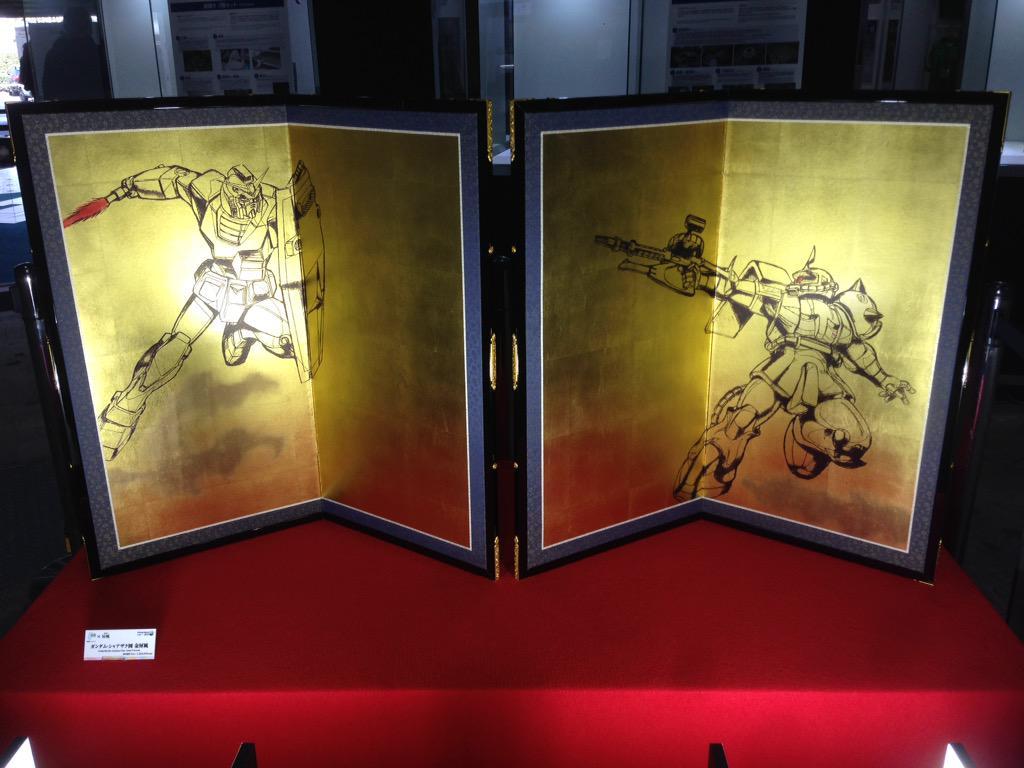 アニメコラボレーションショーケースで展示販売中の「機動戦士ガンダム×屏風」!豪華金箔の屏風ですので、会場にお越しの際には是非ご覧下さい! #animejapan pic.twitter.com/LM5vY7l0Oz