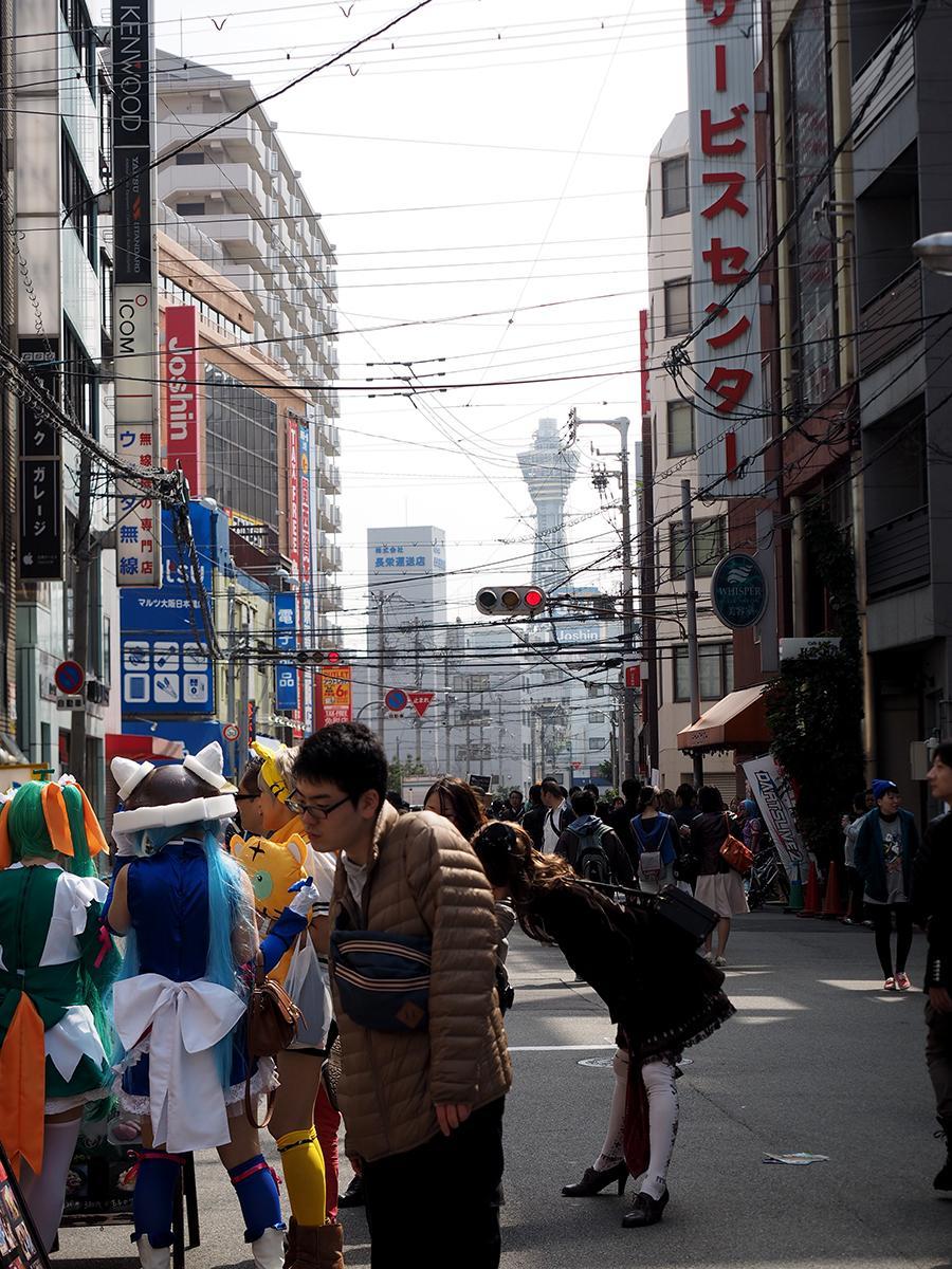 日本橋のストフェスが主目的ではなかったんですが、イロイロと見れて撮れて楽しいイベントでした。ただ「尻もっと出して」「たまらんカッコのねえちゃん」みたいなことを平然と声かける糞親父連中がいたのはやっぱトラブルになるわなぁって印象でした。 http://t.co/IivxWj4Kzj