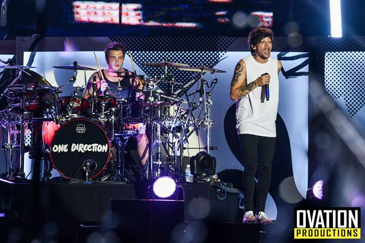 Say hello to @Louis_Tomlinson and @JoshDevineDrums! We can't wait to see you guys again later!  Photo: @magicliwanag http://t.co/HYRJ6Xscar