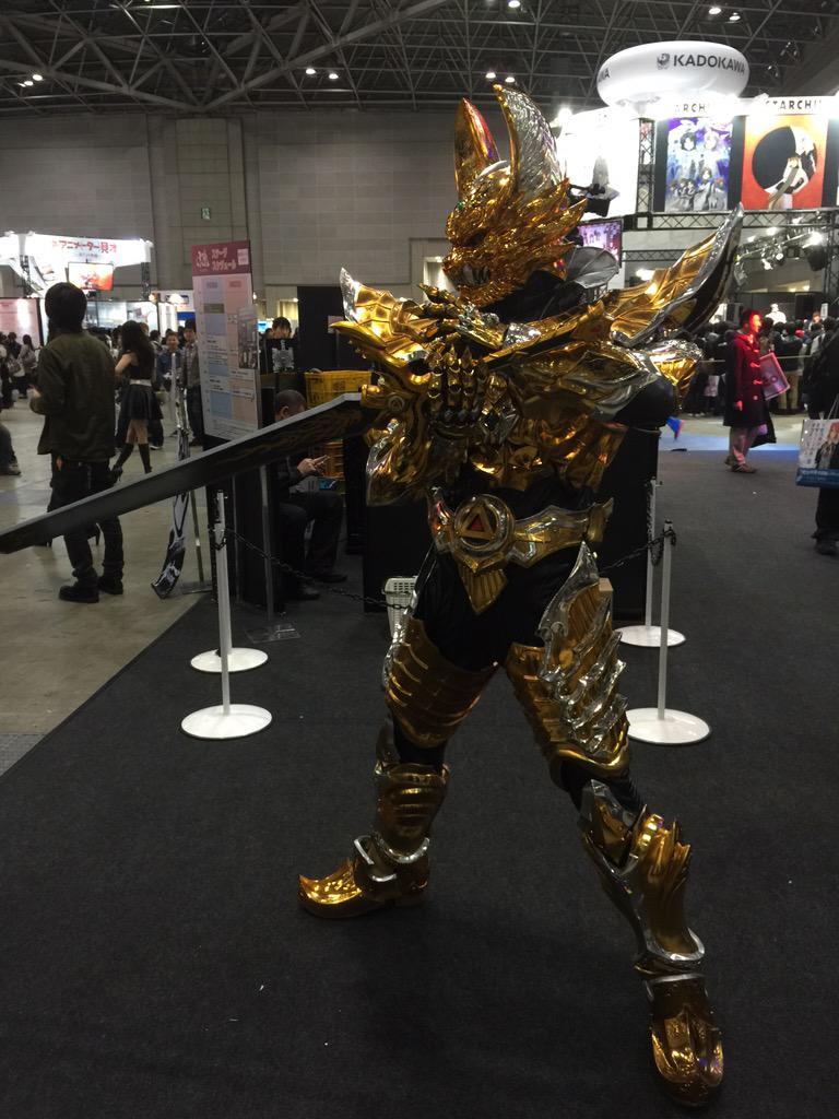アニメジャパン牙狼ブースでは、今まさに牙狼翔が撮影会をしております!本物のスーツに中身も本アクターさんによる、まさに本物です!是非牙狼ブースにいらして下さい! http://t.co/tWGRarA47n