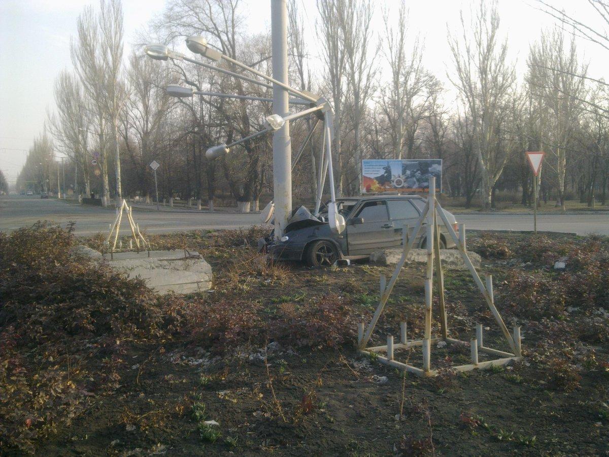 """Из-за столкновения с """"Ланосом"""", автобус с пассажирами упал с моста в Броварах. 14 человек госпитализированы, - ГосЧС - Цензор.НЕТ 9389"""