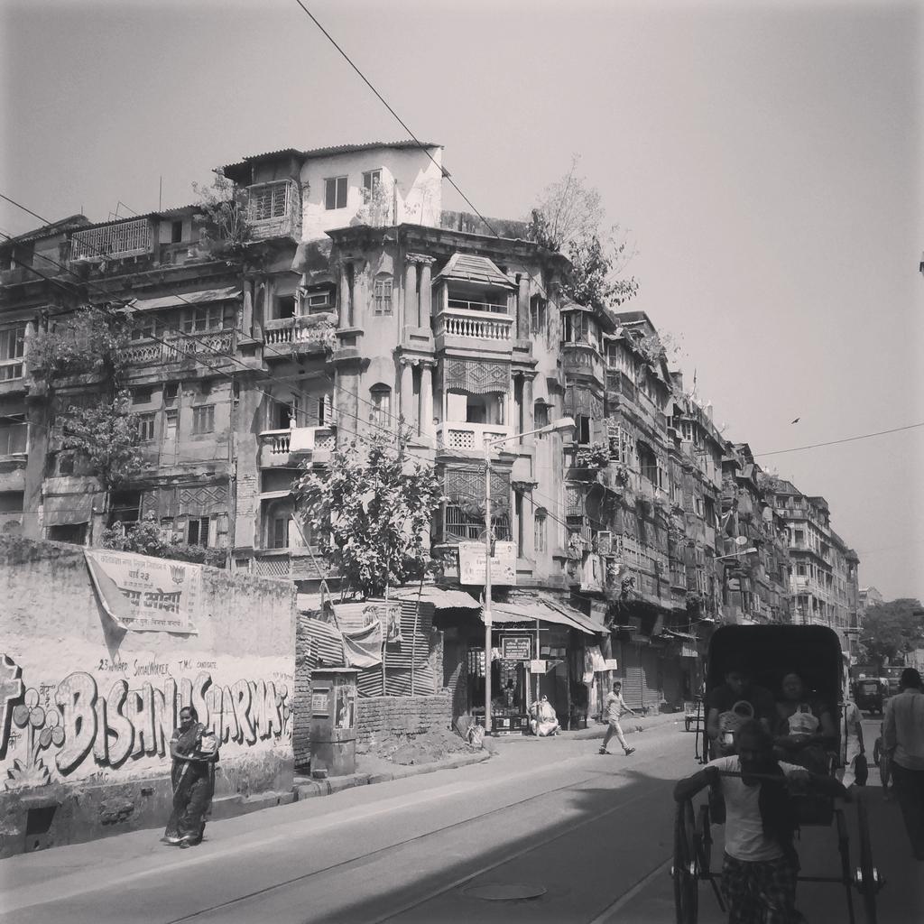 Had morning breakfast near Ganesh Talkies, #NorthKolkata http://t.co/gWLKRFkN1C