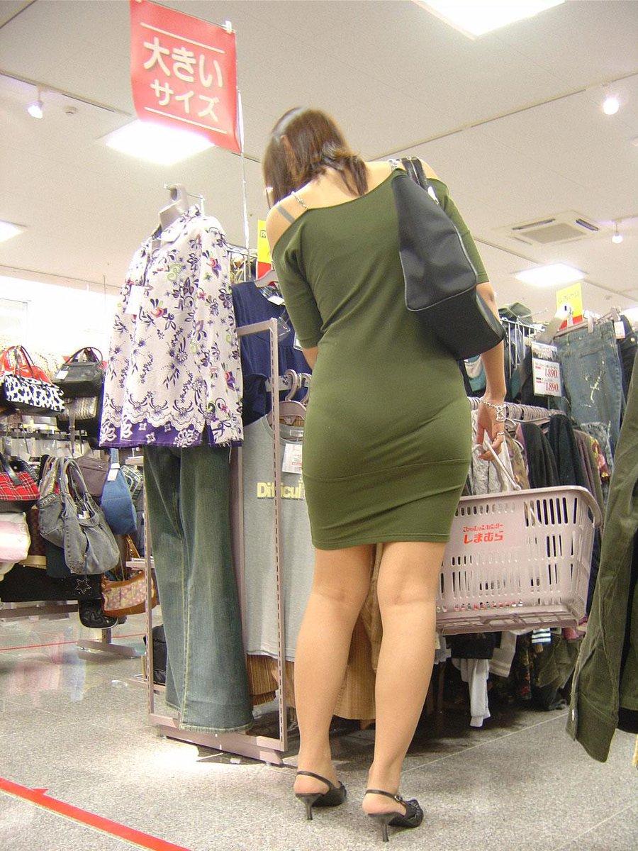 фото трусиков из-под одежды